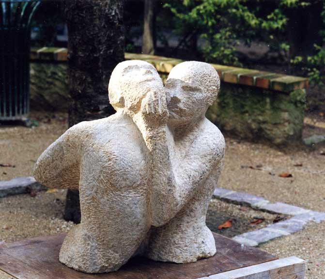 Deux hommes, pierre de Massengis